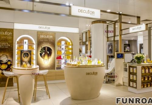 商场化妆品中岛柜效果图及实物图案例