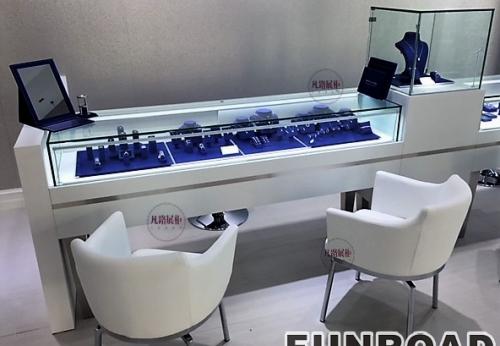 造型奇异的珠宝店展示柜制作案例