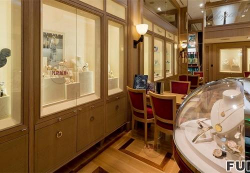 高端圆弧形珠宝店展示柜制作案例