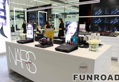 新加坡化妆品店展示柜台