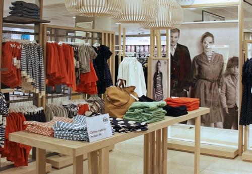服装店木质展示架制作案例